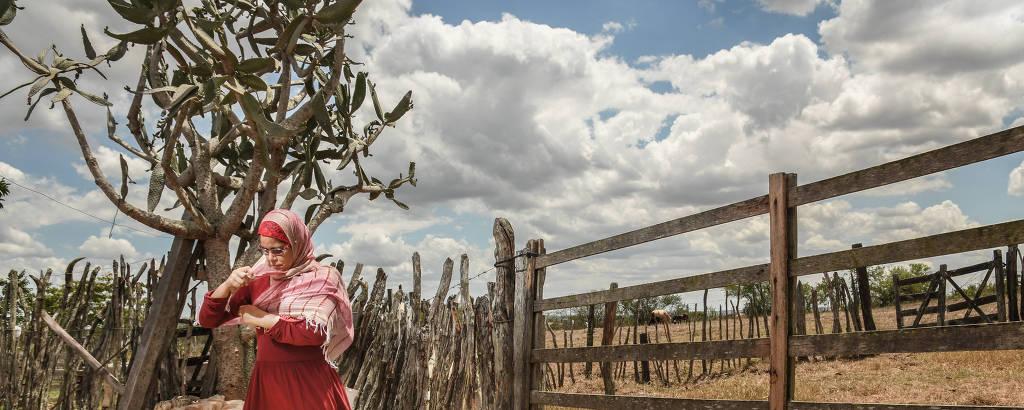 A lavradora Josefa Carmo Santos, 41, adepta do islamismo, em Itabaianinha
