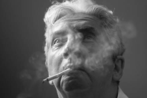 RIO DE JANEIRO, RJ, BRASIL, 17-10-2014: Cinema: o cineasta Domingos de Oliveira, durante entrevista sobre sua autobiografia