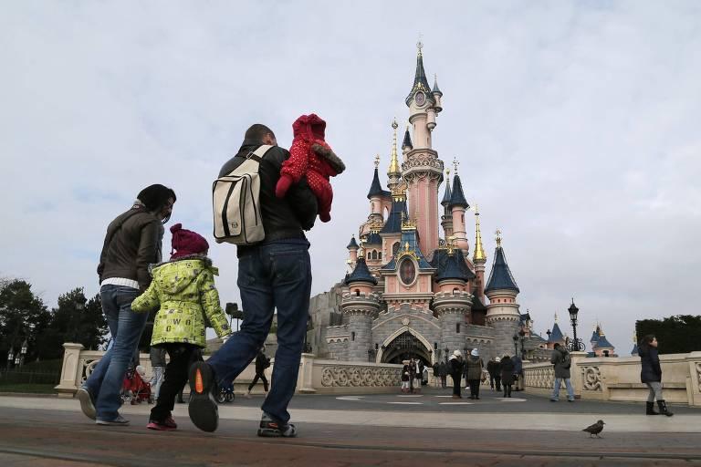 Castelo da Bela Adormecida no parque da Disney na França