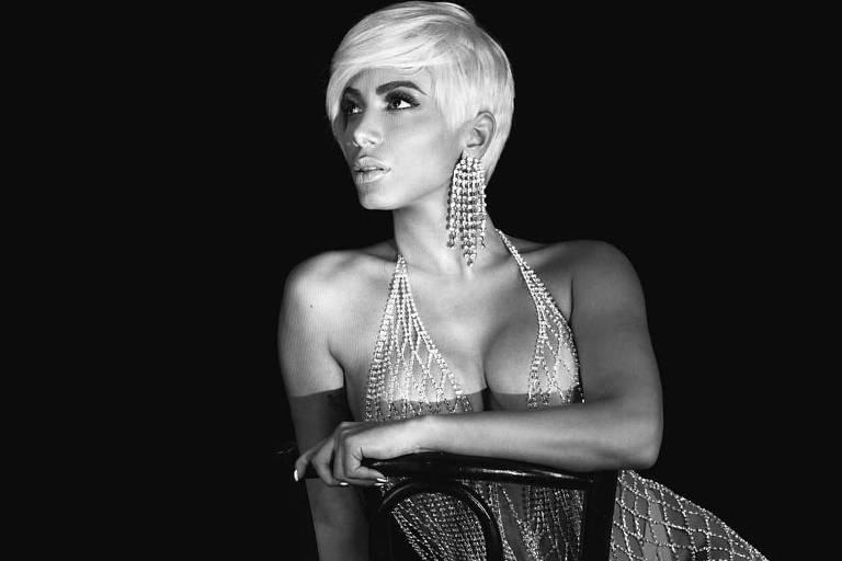 Anitta em uma das versões apresentadas como parte de seu novo álbum