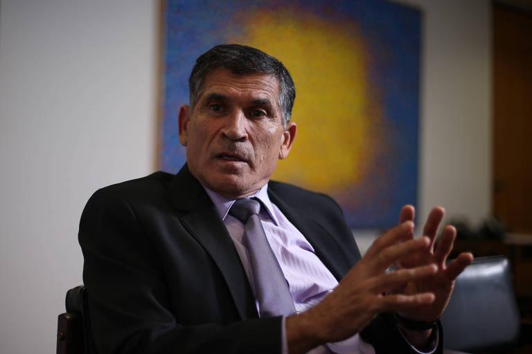 O ministro da Secretaria de Governo de Bolsonaro, general Santos Cruz, que é alvo de críticas da família do presidente e seus aliados