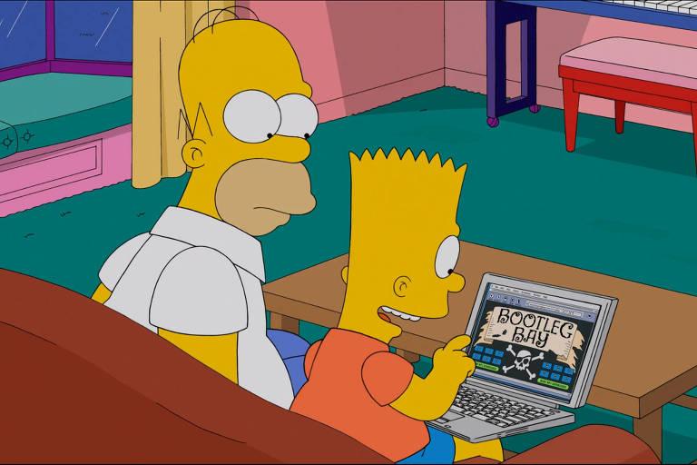 """Os personagens Homer (Esq.) e Bart Simpson, em espisódios de """"Os Simpsons"""", onde Bart ensina o pai Homer a baixar filme pirata da internet"""