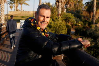 FILE PHOTO: Uri Geller poses for a photograph in Jaffa, next to Tel Aviv, Israel