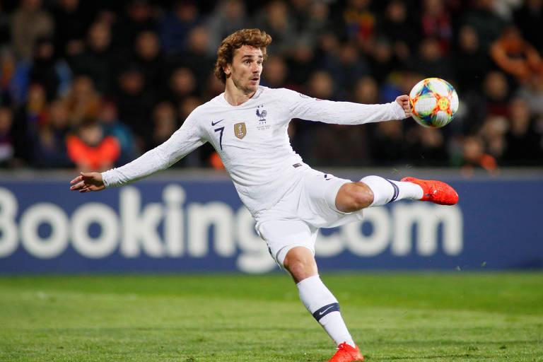 Griezmann finaliza para marcar o primeiro gol da França contra a Moldávia
