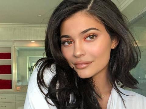 a celebridade Kylie Jenner perdeu a primeira posição nas fotos mais curtidas no instagram para uma foto de um ovo