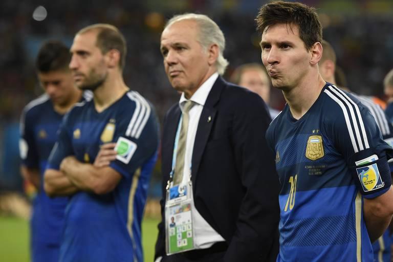 A Argentina de Alejandro Sabella chegou perto, mas ficou com o vice-campeonato para a Alemanha na Copa do Mundo de 2014, no Brasil. O torneio marcou provavelmente a melhor versão de Messi com a camisa da seleção