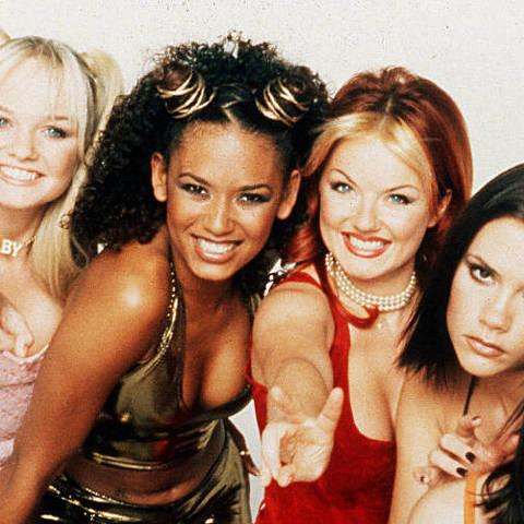 Celebridades 05.06.2017 -  As integrantes Mel C, Emma, Victoria, Geri e Mel B. (Foto: Divulgação 1997)