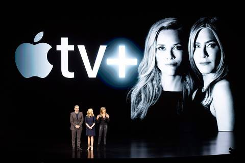 Actors Steve Carell, Reese Witherspoon and Jennifer Aniston speak during an event launching Apple tv+ at Apple headquarters on March 25, 2019, in Cupertino, California. (Photo by NOAH BERGER / AFP) ORG XMIT: NBX17