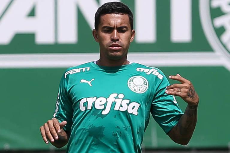 Atacante Dudu durante treino do Palmeiras; ele é querido pela torcida por posicionar-se a favor do clube em temas como a arbitragem