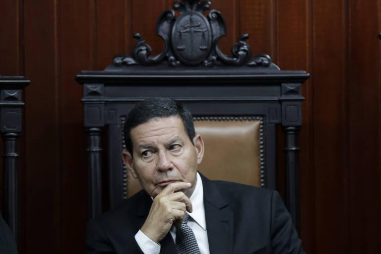 O vice-presidente, general Hamilton Mourão, participa de posse do novo presidente do Tribunal Superior Militar, ministro Marcos Vinicius Oliveira dos Santos, em Brasília