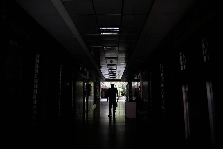 Galeria de Caracas sem luz devido ao segundo apagão em menos de um mês na Venezuela