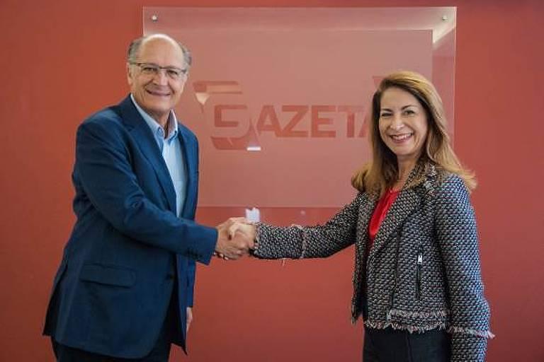 O ex-governador Geraldo Alckmin ao lado de Marines Rodrigues, superintendente de programação da TV Gazeta