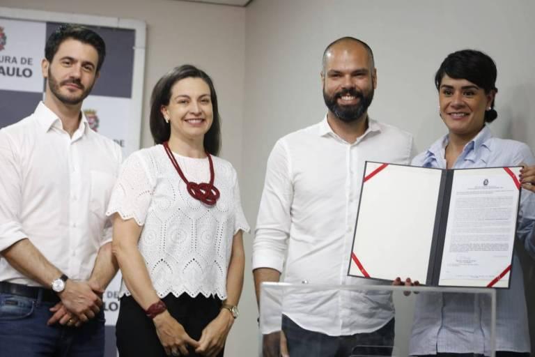 Secretário de Assistência Social José Castro (esq.) com prefeito Bruno Covas (PSDB)