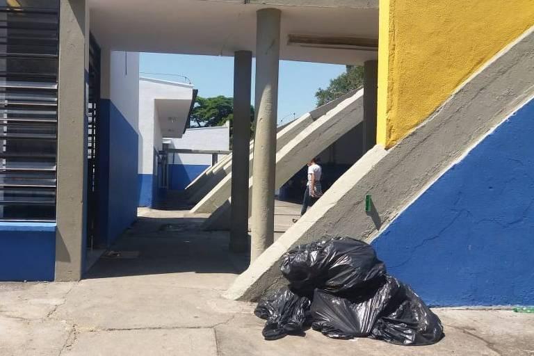 Escolas da zona norte sofrem com a falta de limpeza