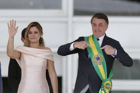 Bolsonaro desiste de ir a manifestação pró-governo e pede o mesmo a ministros