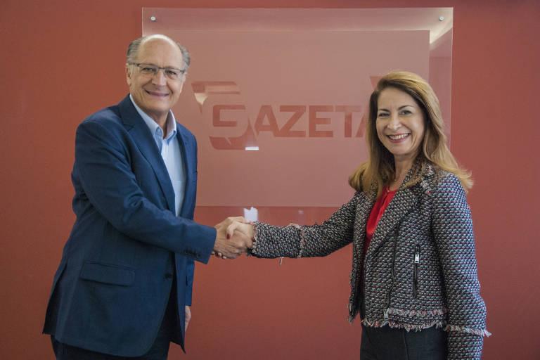 Geraldo Alckmin cumprimenta Marinês Rodrigues, superintendente de programação da TV Gazeta