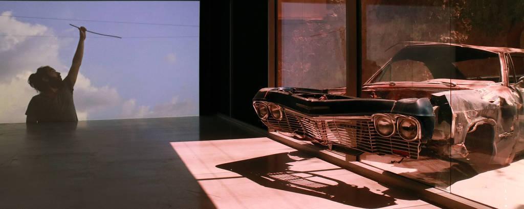 Instalação do artista libanês Akram Zaatari na Bienal de Charjah