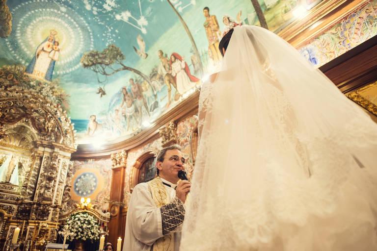 Nossa Senhora do Brasil realiza cinco casamentos todos os sábados
