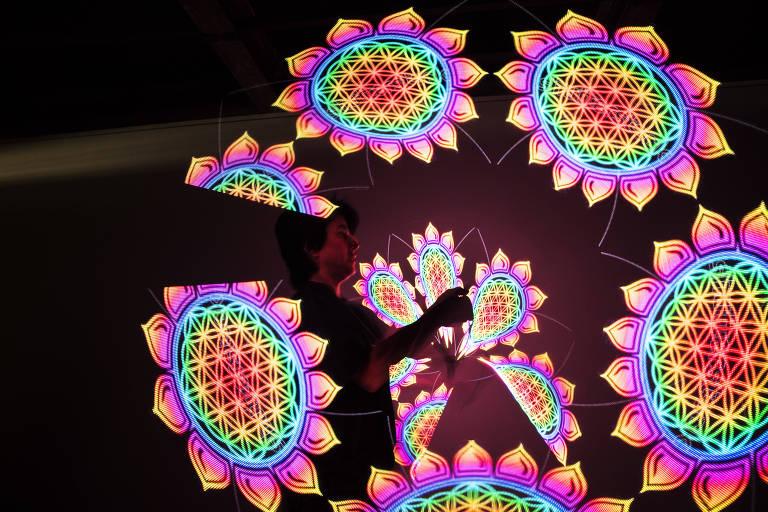 Projeção mapeada e holografia levam toque de mágica a festas