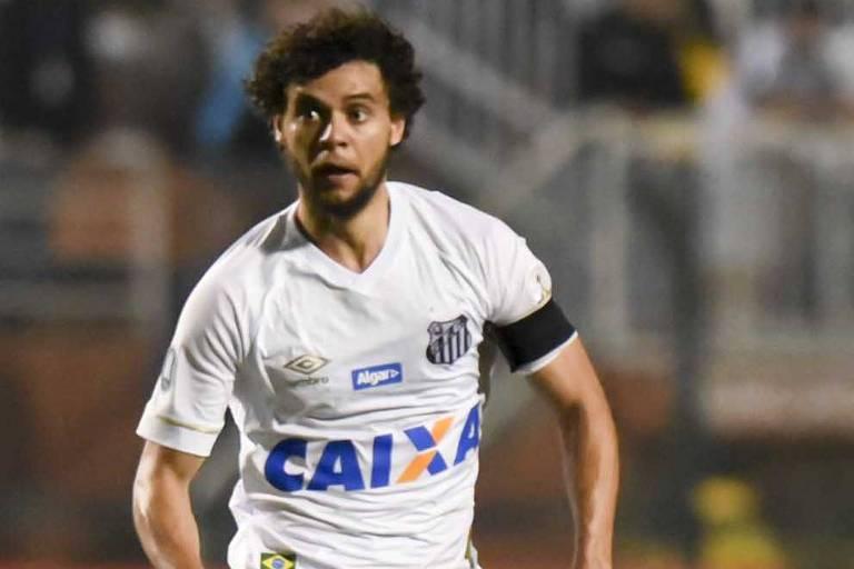 O capitão e lateral santista Victor Ferraz projeta que a final do Paulista seja com o Palmeiras