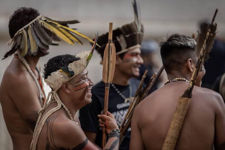 Índios guaranis fazem protesto em frente à Prefeitura de São Paulo por conta do fim da Secretaria Especial de Saúde Indígena (Sesai)
