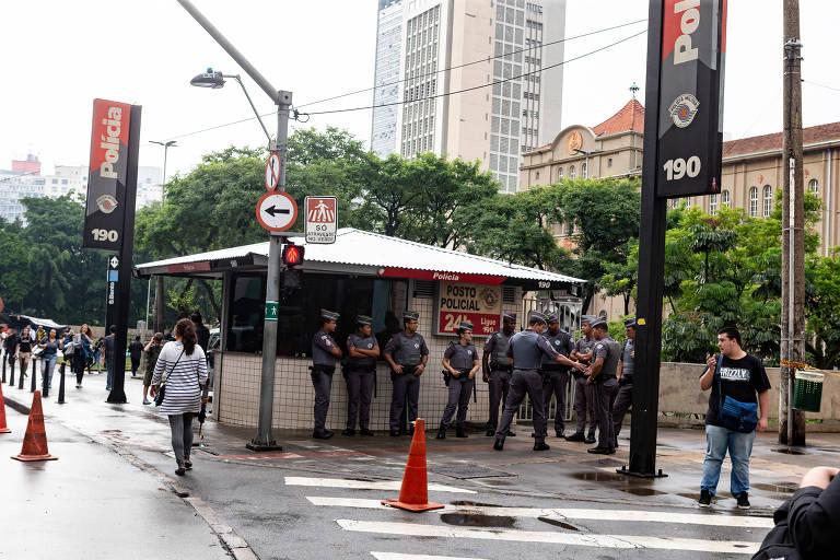 Policiamento reforçado em rua da região central de São Paulo em fevereiro