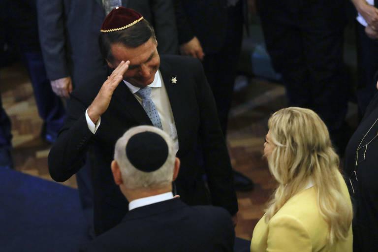 Ainda presidente eleito, Bolsonaro presta continência a Netanyahu durante evento no Rio