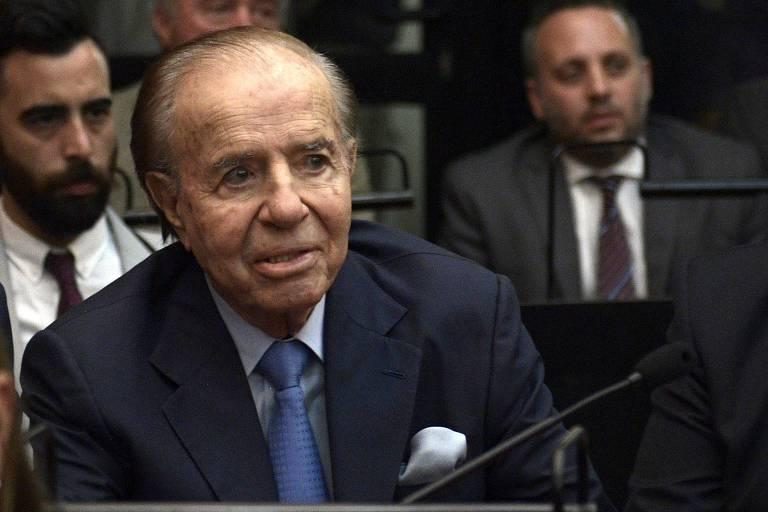 O ex-presidente argentino Carlos Menem durante sessão em tribunal de Buenos Aires