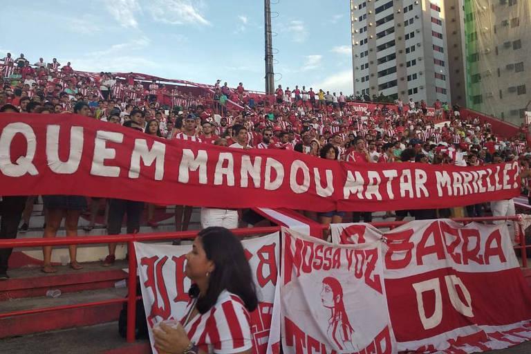 Torcida do Náutico levou faixa em referência à morte de Marielle Franco em jogo do Campeonato Pernambucano deste ano