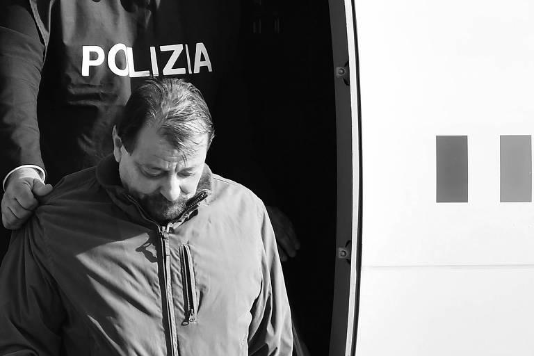 Cesare Battisti desembarca em Roma, em janeiro deste ano