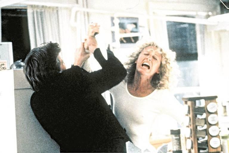 """Michael Douglas e Glenn Close em cena do filme """"Atração Fatal"""""""