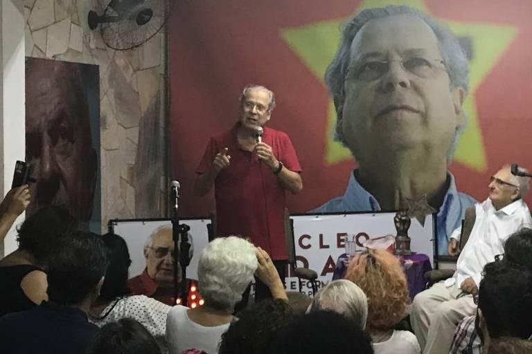 Militares estão unidos com o governo e vão comemorar o golpe, diz José Dirceu