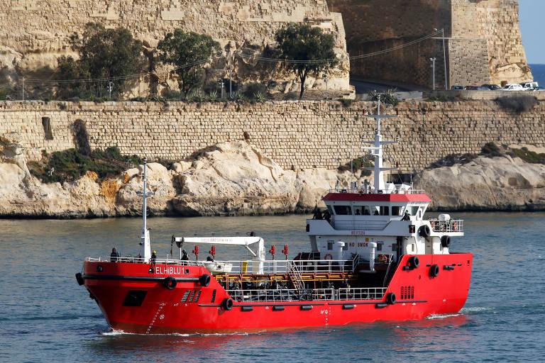 Navio sequestrado por imigrantes da Líbia é recuperado pela Marinha de Malta