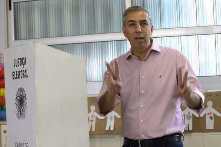 O governador de Goiás José Eliton (PSDB) em votação no Colégio Marista, em Goiânia