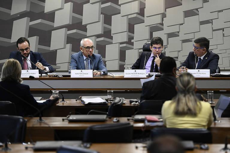 Mesa: advogado do depoente, Marcio Gesteira Palma; depoente, ex-presidente da Vale S.A., Fábio Schvartsman; vice-presidente da CPIBRUM, senador Randolfe Rodrigues (Rede-AP); relator da CPIBRUM, senador Carlos Viana (PSD-MG).