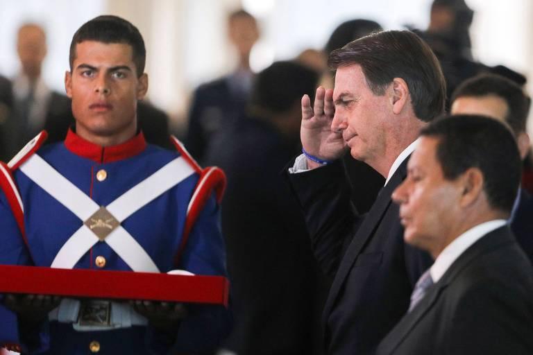 O presidente Jair Bolsonaro e o vice, general Mourão, durante cerimônia de aniversário da Justiça Militar, em Brasília