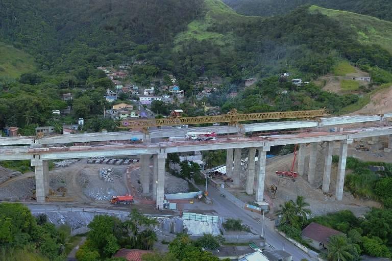 Obra de contornos da rodovia dos Tamoios no litoral norte paulista
