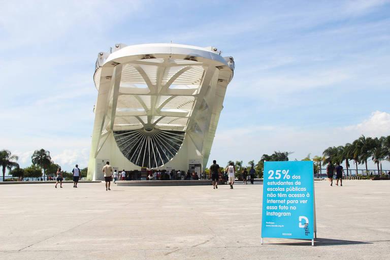 Intervenção urbana da Recode diante do Museu do Amanhã, no Rio de Janeiro
