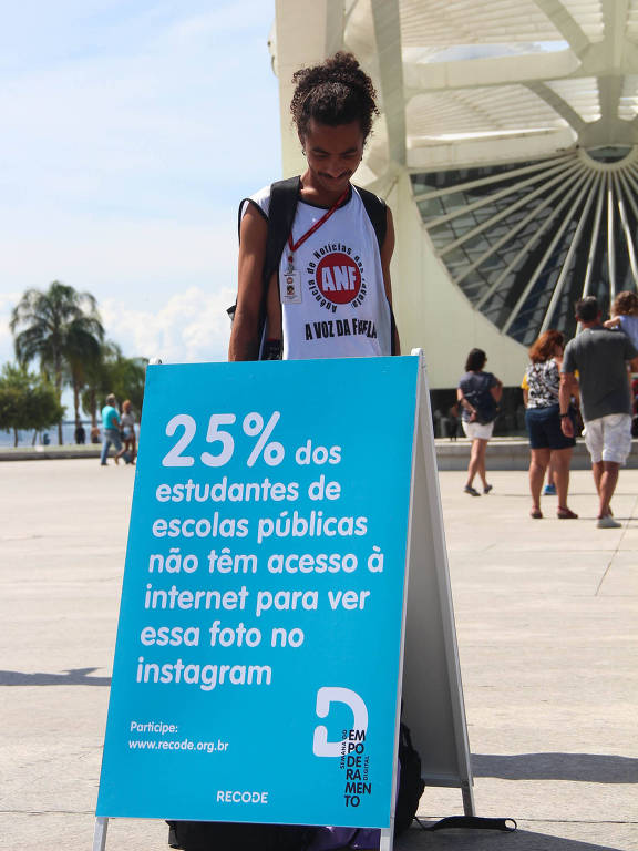 Intervenção da Recode em frente do Museu do Amanhã, no Rio de Janeiro