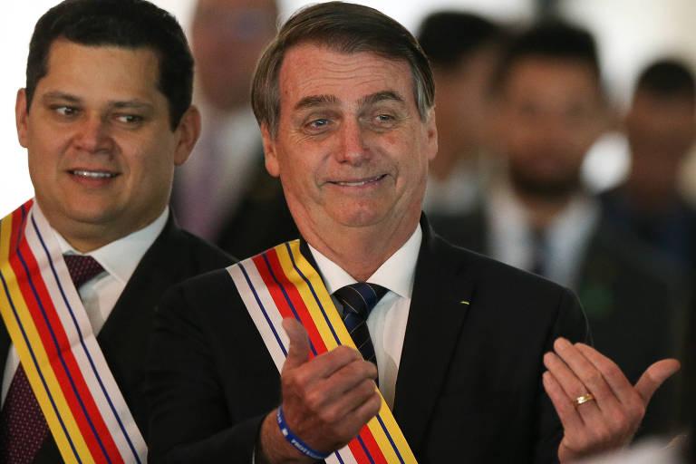 O presidente Jair Bolsonaro, ao lado do presidente do Senado, Davi Alcolumbre (DEM-AP), durante evento de aniversário da Justiça Militar da União, em Brasília