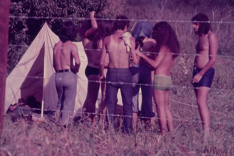 Bastidores dos festivais de Águas Claras, mostrados no documentário 'O Barato de Iacanga'