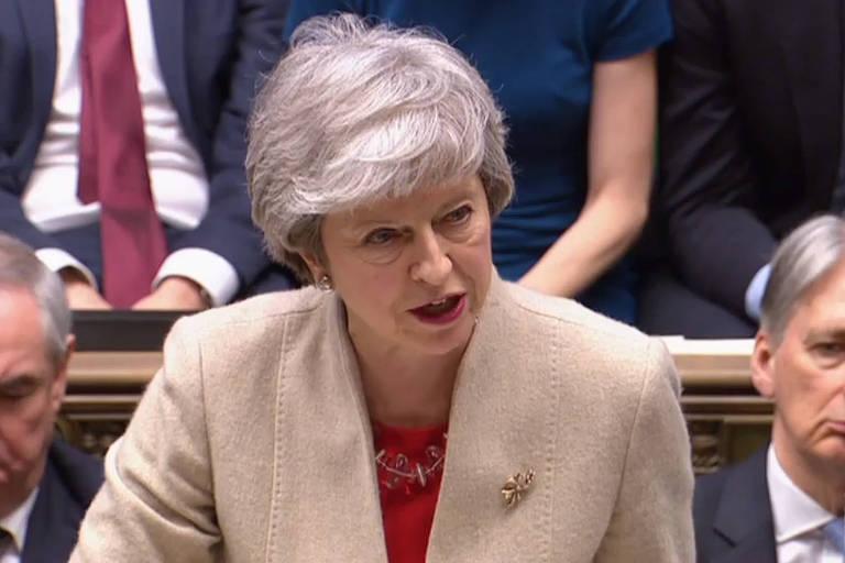 A primeira-ministra Theresa May discursa durante sessão do Parlamento britânico em que o acordo do brexit negociado por seu governo foi rejeitado pela terceira vez