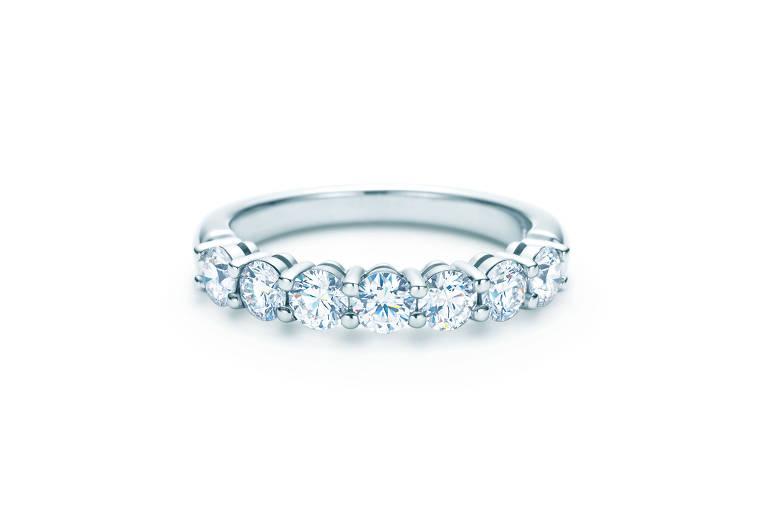 Meia aliança de platina e diamantes. R$ 21.920, da Tiffany&Co., tiffany.com.br