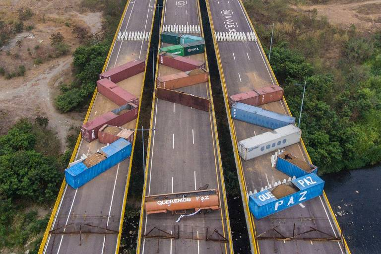 Contêineres bloqueam a ponte Tienditas que liga Táchira, na Venezuela, e Cúcuta, na Colômbia
