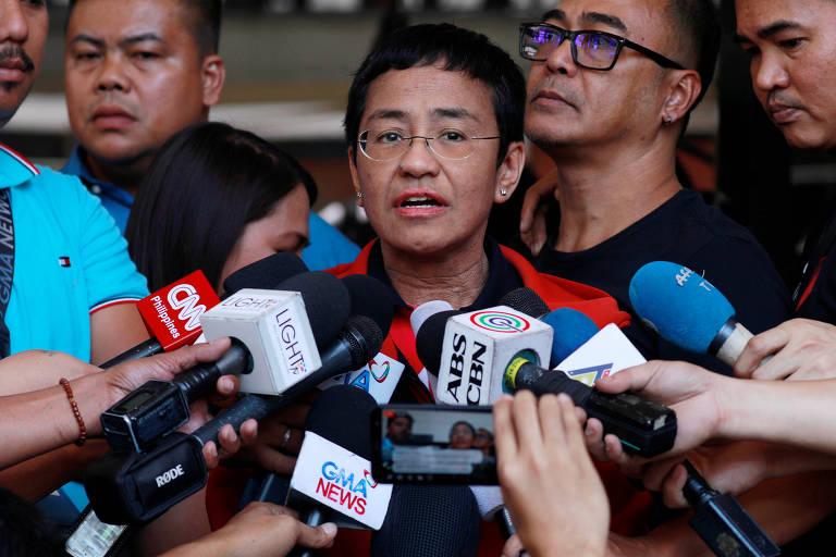 A jornalista Maria Ressa concede entrevista após deixar a prisão
