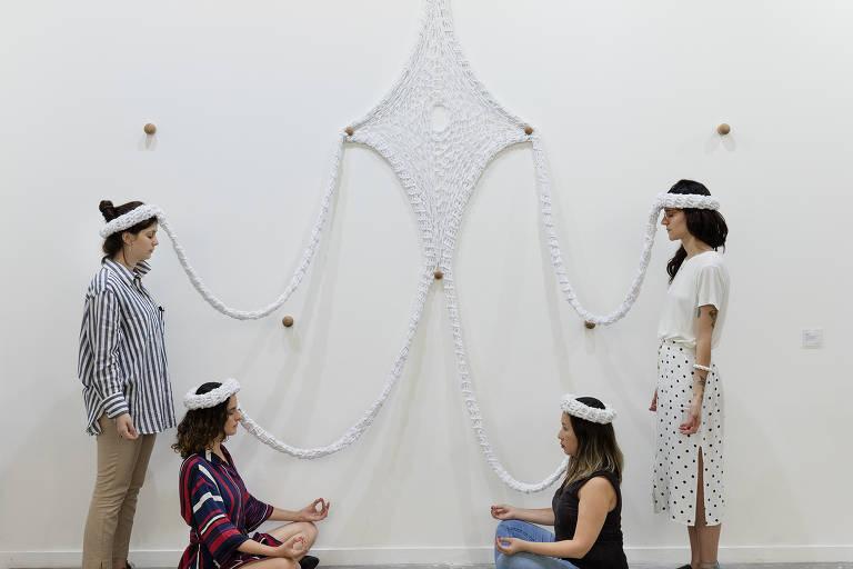 Instalação vestível de crochê 'Oxalá', de 2018