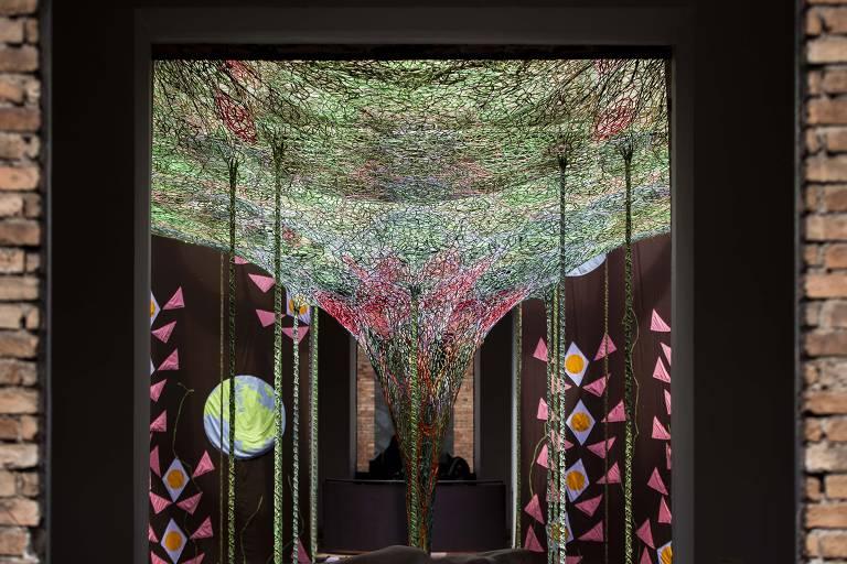 Vista da instalação 'Cura Bra Cura Té', do artista carioca Ernesto Neto, na Pinacoteca