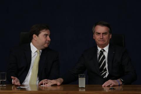 Maia critica Bolsonaro e diz que é melhor 'respeitar a ciência do que fritar' o Mandetta
