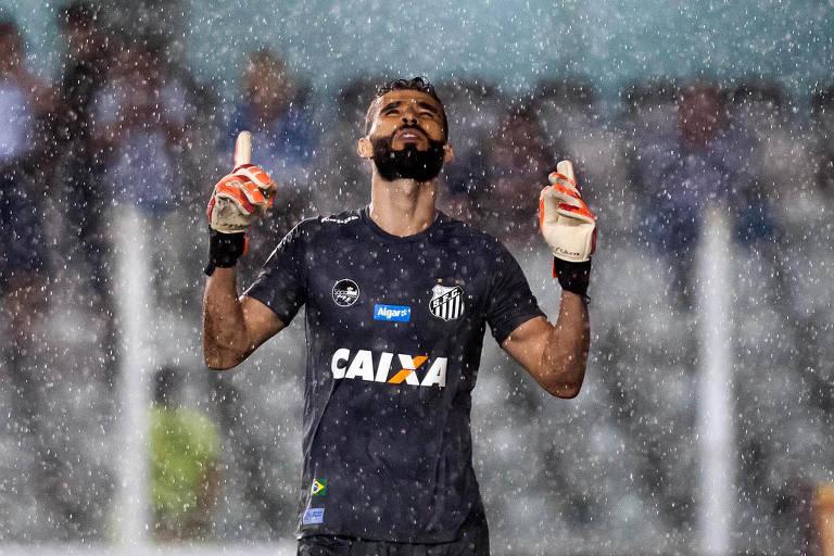 Vanderlei foi o grande nome da vitória santista sobre o Grêmio; por isso, continuará como o goleiro titular