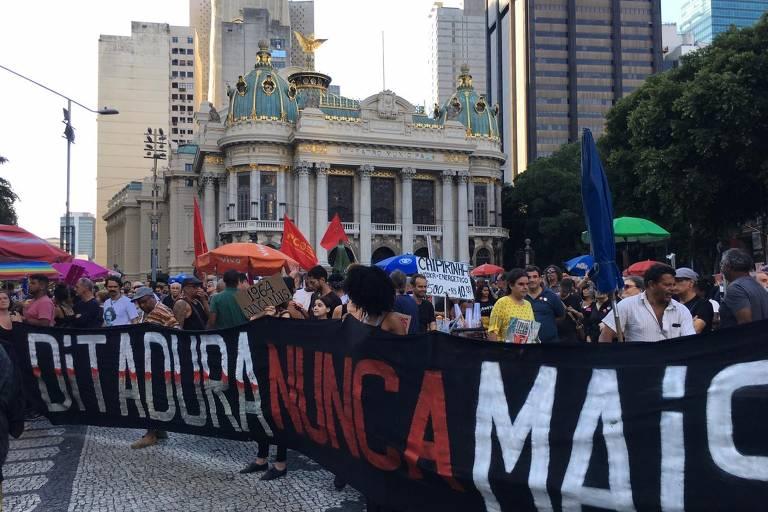 Rio e São Paulo têm protestos contra o golpe de 64